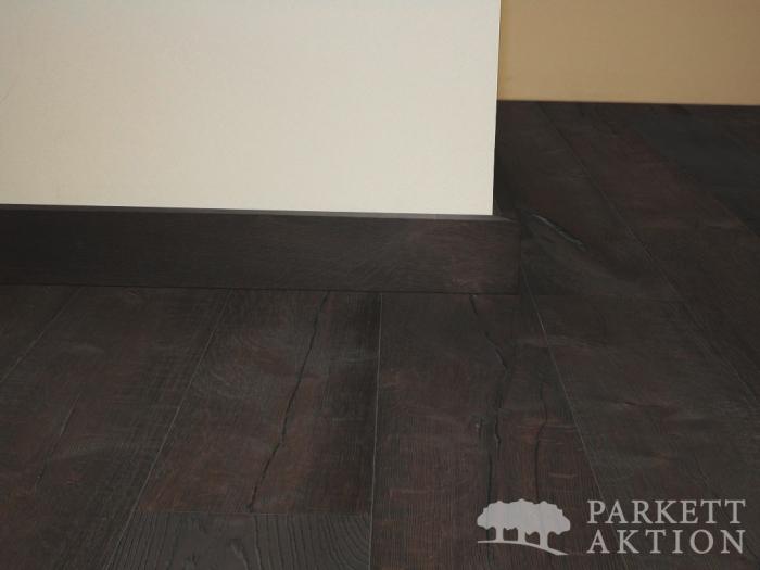 sockelleisten eiche massiv dunkel tief geb rstet ge lt. Black Bedroom Furniture Sets. Home Design Ideas