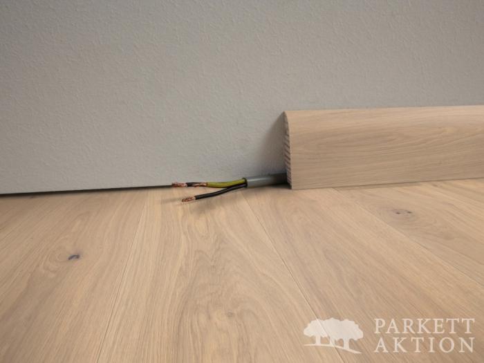 parkett landhausdielen und vinylboden online shop sockelleisten eiche weiss matt lackiert. Black Bedroom Furniture Sets. Home Design Ideas