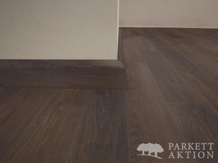 sockelleisten r uchereiche braun ge lt de parkett. Black Bedroom Furniture Sets. Home Design Ideas
