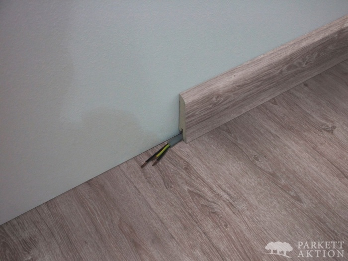 sockelleisten f r vinylboden in holzoptik oder steindekor parkett. Black Bedroom Furniture Sets. Home Design Ideas