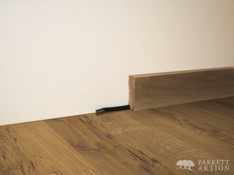 sockelleisten eiche massiv gehackt natur ge lt de parkett. Black Bedroom Furniture Sets. Home Design Ideas