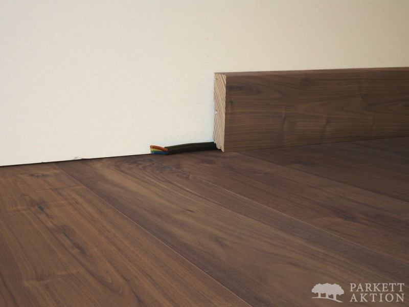 sockelleisten modern cube nussbaum natur ge lt parkett. Black Bedroom Furniture Sets. Home Design Ideas