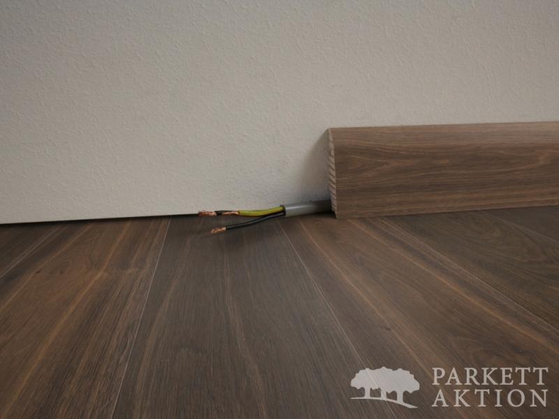 sockelleisten r uchereiche dunkelbraun ge lt parkett. Black Bedroom Furniture Sets. Home Design Ideas